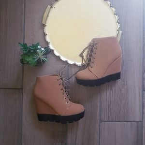 Bamboo lace up wedge ankle booties tan 7